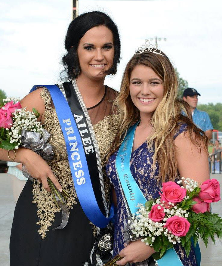 Cassidy Moore and Aislynn Langdon, 2016 Great Jones County Fair Queen & Princess!